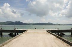 Pir för fartyg för passagerarebruksservice går till phuket och Koh Yao Ya Arkivfoto