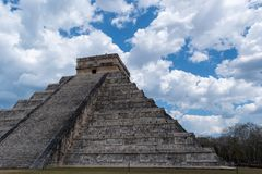 Pir?mide maya de Kukulcan El Castillo en Chichen Itza foto de archivo