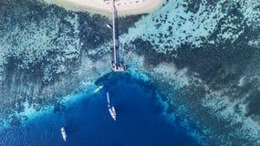 Pir och fartyg på den Kanawa ön Arkivbilder