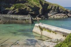 Pir och hamn på Boscastle, Cornwall Royaltyfri Fotografi