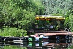 Pir på floden Royaltyfri Foto
