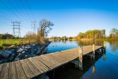 Pir på Merritt Point Park, i Dundalk, Maryland Royaltyfri Bild
