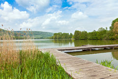Pir på sjön Echternach i Luxembourg Arkivbilder