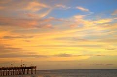 Pir på solnedgången Arkivfoto