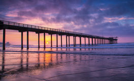 Pir på solnedgången fotografering för bildbyråer