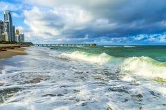 Pir på Sunny Isles Beach i Miami royaltyfri fotografi