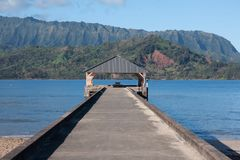 Pir som lokaliseras i den Hanalei fjärden, Kauai fotografering för bildbyråer