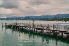 Pir som placeras på den zurich sjön i Schweiz Royaltyfri Fotografi