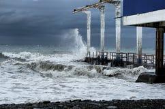 Pir under stormen Arkivfoto