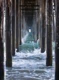 pir under waves Fotografering för Bildbyråer