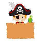 Piraatjong geitje die lege Papyrus houden Stock Afbeeldingen