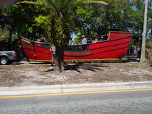 Piraatschip bij de CHASCO-Festivalparade stock afbeeldingen