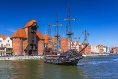 Piraatschip bij de Motlawa-rivier in Gdansk Stock Afbeelding