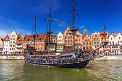 Piraatschip bij de Motlawa-rivier in Gdansk Royalty-vrije Stock Foto's