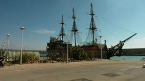 Piraatschip in het Middellandse-Zeegebied stock footage
