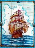 Piraatschip, Tegels Azulejos Portugal stock foto