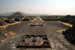 Piramid av solen och avenyn av det dött/Teotihuacanen, Mexico Arkivfoto