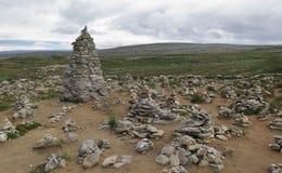 Piramid de piedra en el centro ártico del círculo Imágenes de archivo libres de regalías