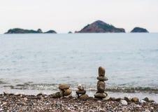 Piramid de piedras del mar Fotografía de archivo