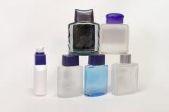 Piramid delle bottiglie vuote delle lozioni e della dopobarba dei gel Fotografie Stock
