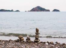Piramid från havsstenar Arkivfoto