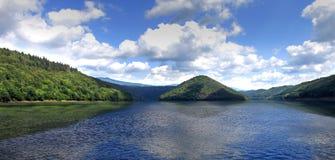 PIRAMIDA w jeziorze Zdjęcie Royalty Free