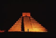 Piramide alla notte Fotografia Stock Libera da Diritti