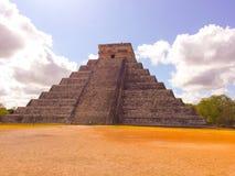 Piramide in Chichen Itza Mexico in de Lente Stock Foto