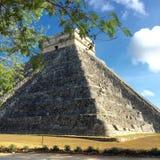 Piramide in Chichen Itza Mexico in langs ontworpen de Lente Stock Afbeeldingen
