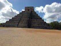 Piramide in Chichen Itza Mexico in langs ontworpen de Lente Royalty-vrije Stock Foto's