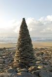 Piramide dalle pietre del ciottolo Fotografie Stock