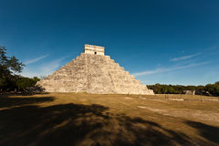 Piramide de Kukulcan dans Chichen Itza Photographie stock libre de droits