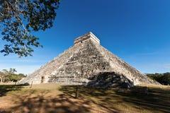 Piramide de Kukulcan dans Chichen Itza Images libres de droits