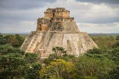 Piramide del mago, città antica di maya di Uxmal, Yucatan, Meco immagini stock libere da diritti