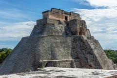 Piramide del mago una piramide di punto in Uxmal, Messico immagini stock