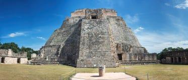 Piramide del mago una piramide n Uxmal, Messico di punto fotografie stock libere da diritti