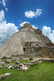 Piramide del mago in Uxmal, Yucatan, Messico Immagine Stock