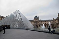 Piramide del Musée du Louvre Fotografia Stock Libera da Diritti