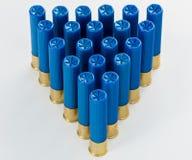 Piramide delle cartucce per fucili a canna liscia del calibro del blu 410 in un modello Fotografia Stock Libera da Diritti