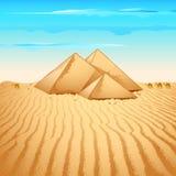 Piramide in deserto Immagini Stock Libere da Diritti