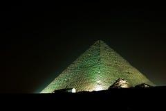 Piramide di Cheops alla notte Immagine Stock