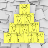 Piramide di cooperazione estratta sulle note appiccicose Fotografie Stock
