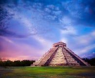 Piramide di El Castillo in Chichen Itza, Yucatan, Messico Immagini Stock Libere da Diritti