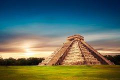 Piramide di El Castillo in Chichen Itza, Yucatan, Messico Fotografia Stock Libera da Diritti