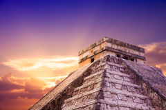 Piramide di El Castillo in Chichen Itza, Yucatan, Messico Immagine Stock Libera da Diritti