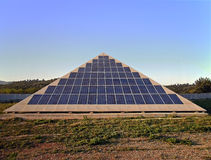 Piramide di energia solare Immagine Stock