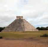 Piramide di Kukulcan del tempio di El Castillo alle rovine maya del Chichen Itza del Messico Immagine Stock