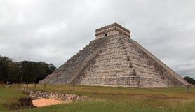 Piramide di Kukulcan del tempio di El Castillo alle rovine maya del Chichen Itza del Messico Fotografie Stock Libere da Diritti