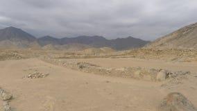Piramide e costruzione sviluppata in Caral, Lima Fotografia Stock