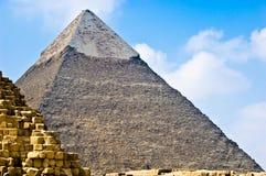 Piramide egiziana in secondo luogo grande Fotografia Stock
